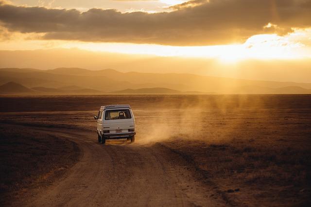 Czym najprzyzwoiciej jechać do pracy czy na wakacje prywatnym środkiem transportu tak czy nie?